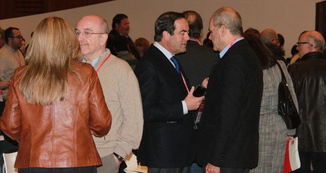 El ex presidente del Congreso, José Bono, y el presidente del PSOE, Manuel Chaves/JC Romero