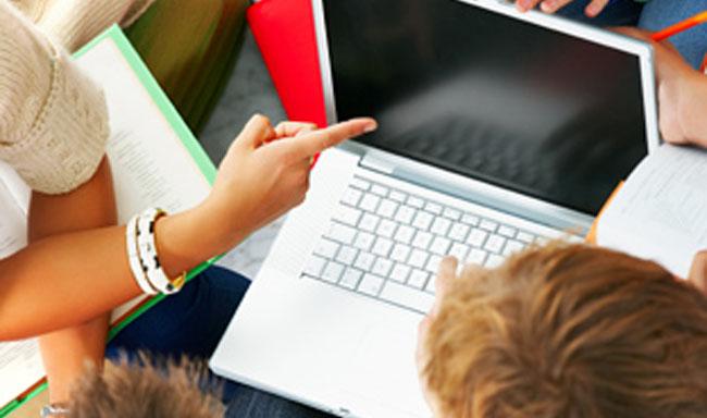 Más de la mitad de los menores se conectan a internet desde casa todos los días/SA
