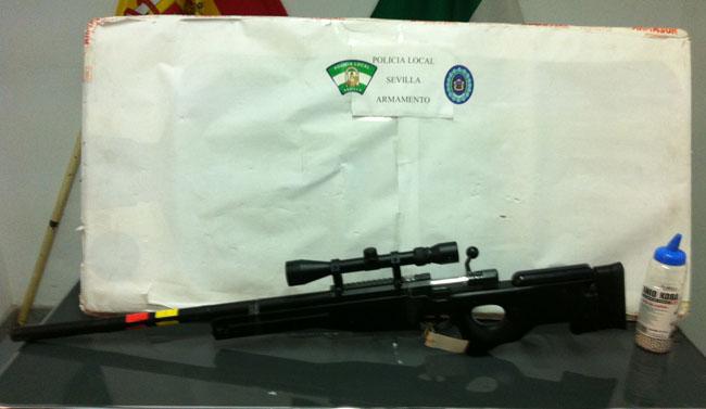Rifle intervenido a los detenidos/SA