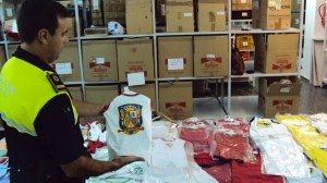 camisetas-falsificadas-policia-local-090812