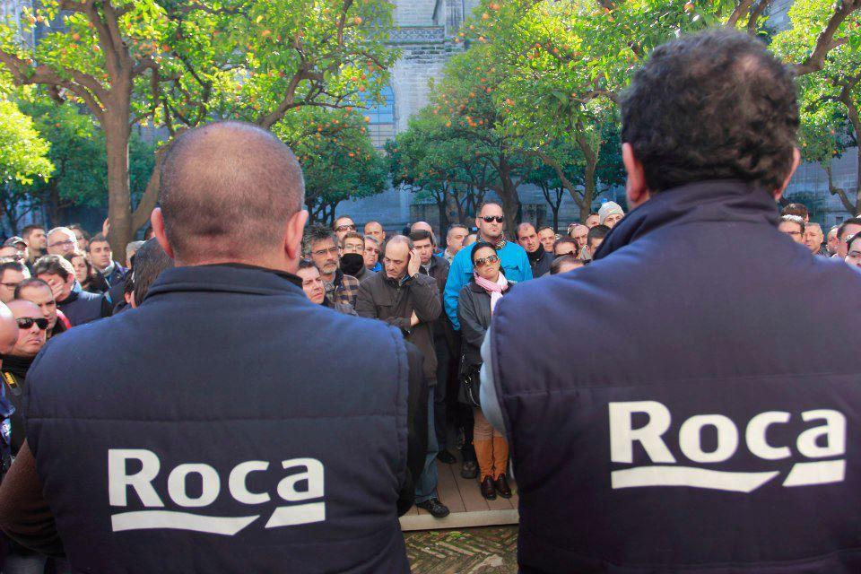 La factoría de sanitarios Roca valora recolocar a 20 de los 228 empleados de la planta alcalareña / C. Rivas
