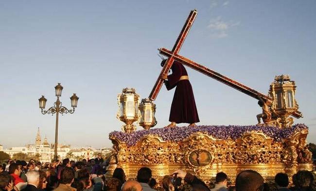 https://cofrades.pasionensevilla.tv/photo/viernes-santo-o-jesus-nazareno?context=latest
