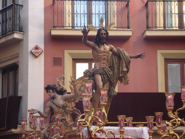 El Cristo Resucitado cierra la Semana Mayor de Sevilla / https://huidadelmundanalruido.zoomblog.com