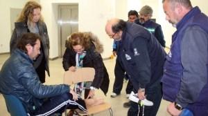 La concejal popular ha visitado a los empleados que cumplen cinco días de huelga de hambre en el Centro de Emergencias / Sevilla Actualidad