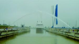El buque con 170 pasajeros permanecerá en Sevilla hasta el viernes / Sevilla Actualidad