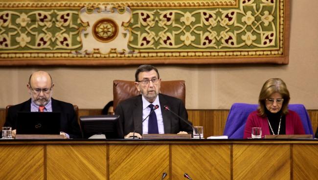 Una de las propuestas que Manuel Gracia ha presentado es multar a aquellos parlamentarios que se ausenten asiduamente en las sesiones./Foto de archivo