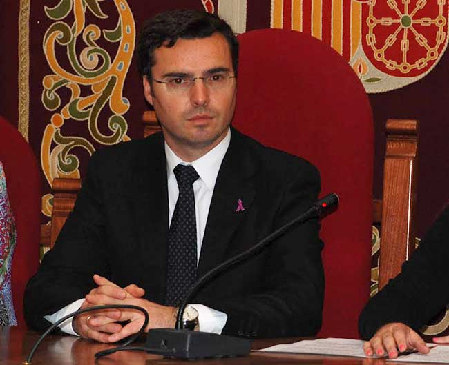 El socialista José Vicente Franco podría perder la Alcaldía si prospera la moción de censura formalizada por la oposición / Sevilla Actualidad
