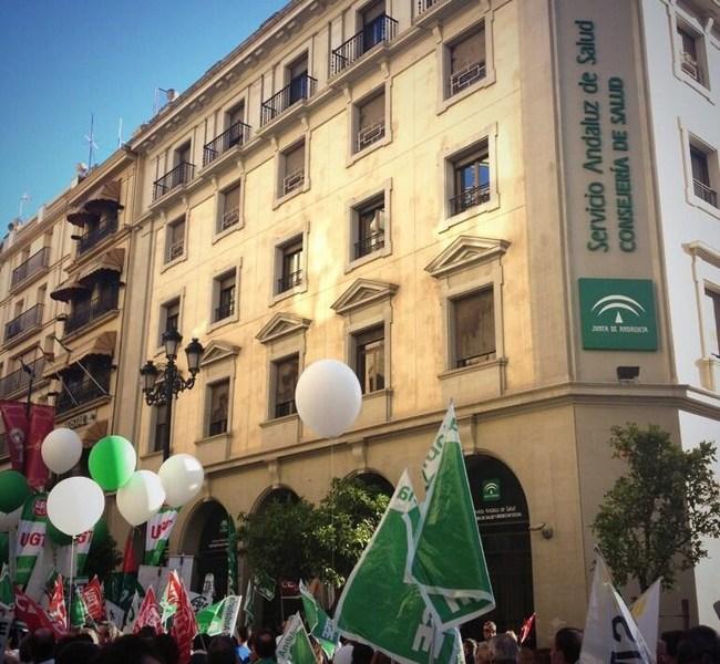 Los convocantes han destacado el número de personas ajenas al ámbito sanitario que han acudido a la manifestación./ SATSE Andalucía (@SATSE_Andalucia)