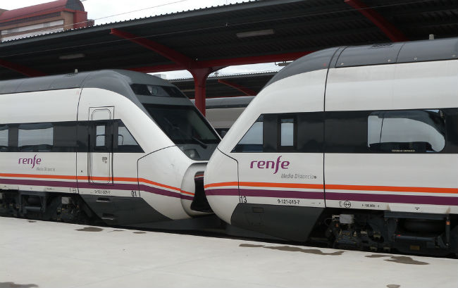 tren-media-distancia-ricardo-ricote-rodriguez-flickr