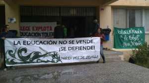 El colectivo Interinos Andaluces pone fin al encierro en el IES Las Aguas de Sevilla y prevén abrir un periodo de negociación con la Junta / Sevilla Actualidad