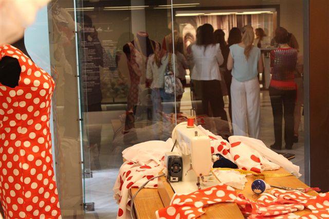 expo-lina-vistiendo-flamenco-museo-costumbres