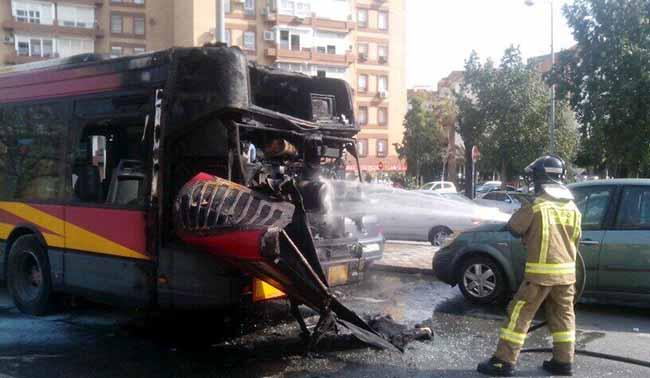 incendio-bus-tussam-puente-alamillo