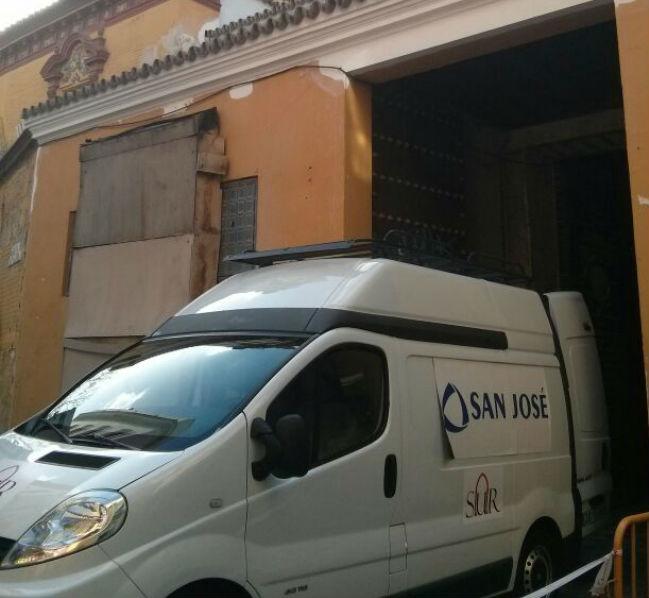 furgoneta2-constructora-santa-catalina-obras