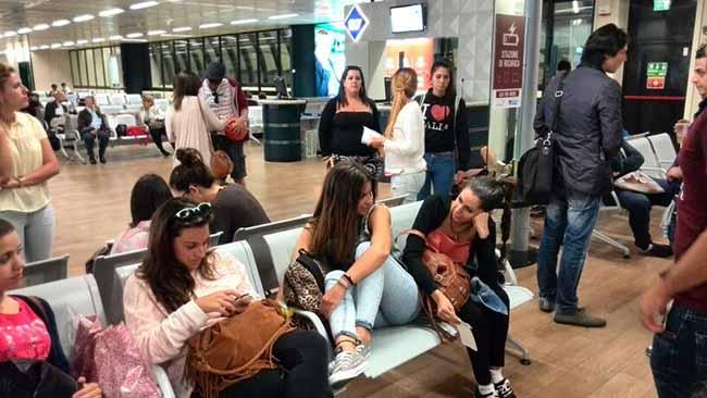 estudiantes-aeropuerto-italia