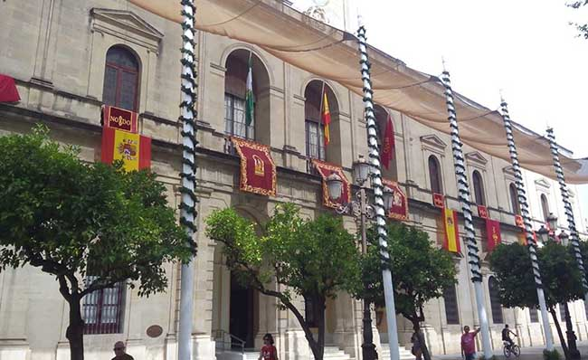 ayuntamiento-banderas-rey