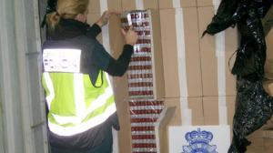 policia-cajas-tabaco-ilegal