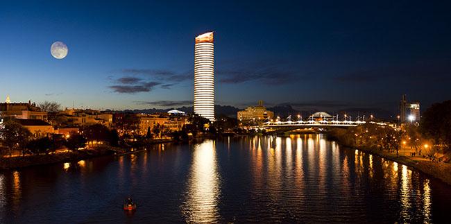 torre-pelli-noche