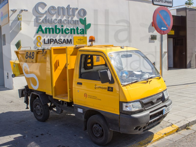 Camión de Lipasam en el Centro Educación Ambiental