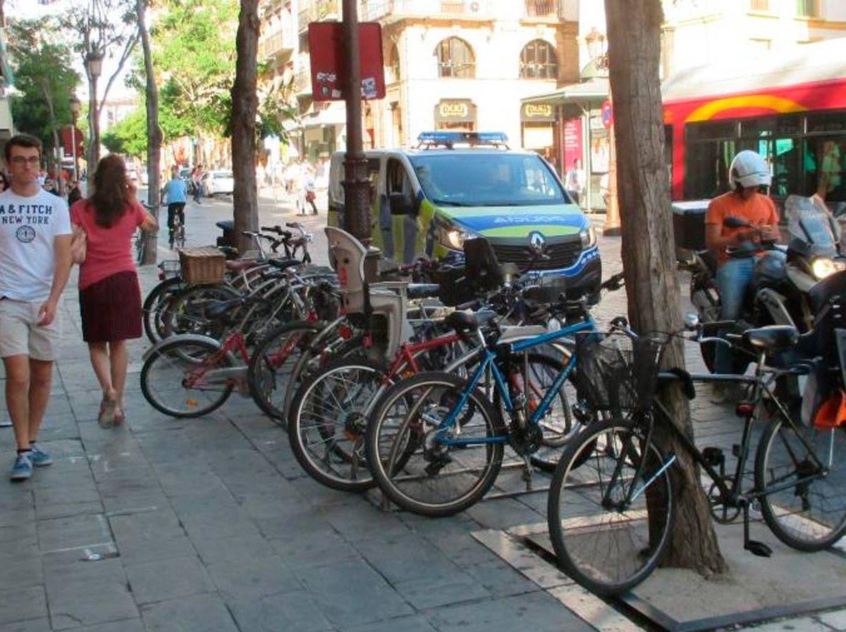 Bicicleteros en La Campana /A Contramano