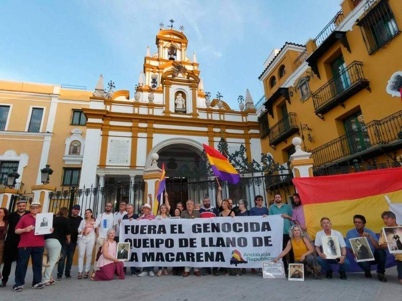 Concentración en demanda de la retirada de símbolos franquistas /IU