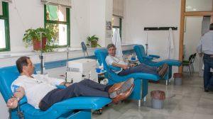 Directivos del Virgen del Rocío donando sangre /Hospital Virgen del Rocío