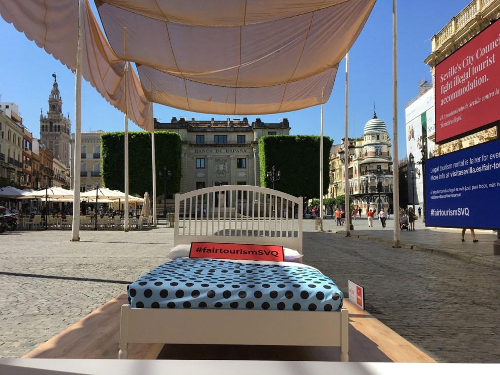 Campaña de sensibilización contra los pisos turísticos ilegales /Ayto. Sevilla