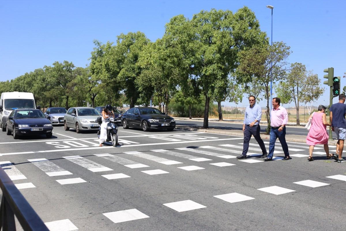 Renovada la pintura de la señalización horizontal /Ayto. Sevilla