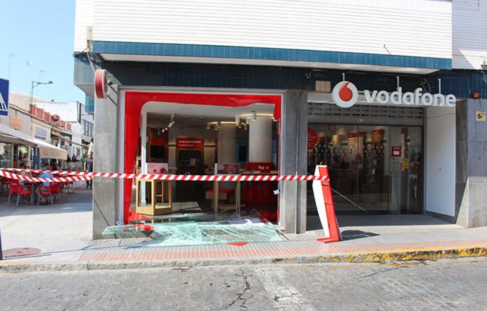 Estado en el que ha quedado la tienda tras el alunizaje /@DosHermanasDigital