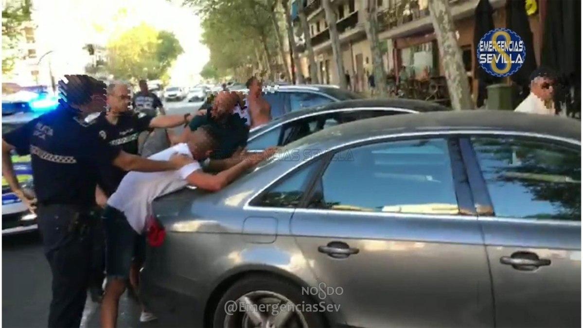 Actuación policial ante la pelea /Ayto. de Sevilla