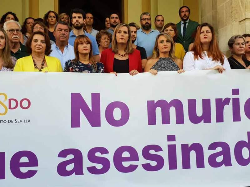 Minuto de silencio guardado en el Ayuntamiento de Sevilla en repulsa del nuevo crimen machista /Ayto. Sevilla