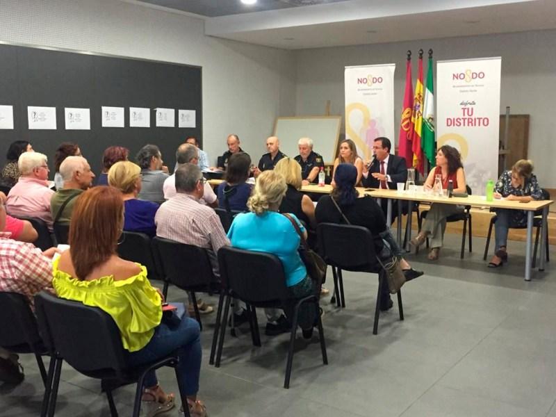 Reunión con los vecinos para el dispositivo de seguridad /Ayto. Sevilla