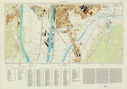 Plano de Sevilla en 1977. Cartografía militar soviética durante la Guerra Fría. En negro zonas industriales y estaciones de ferrocarril / Instituto de Estadística y Cartografía de Andalucía