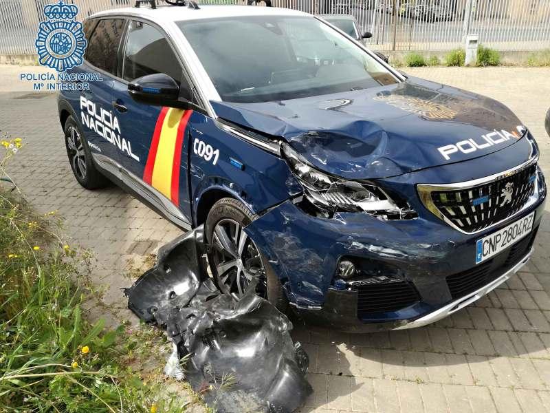 Estado del coche patrulla siniestrado tras la persecución por Torreblanca