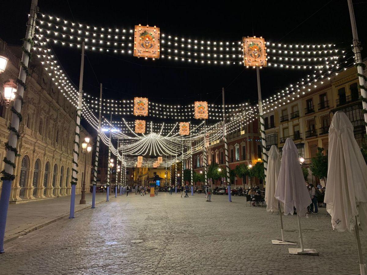 Iluminación de Feria en Sevilla / Miguel Salvatierra
