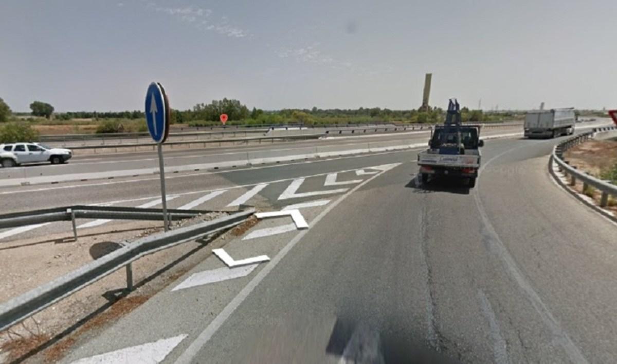 Cruce de la A-8079 con la A-66, donde ha tenido lugar el accidente, en La Algaba / 112