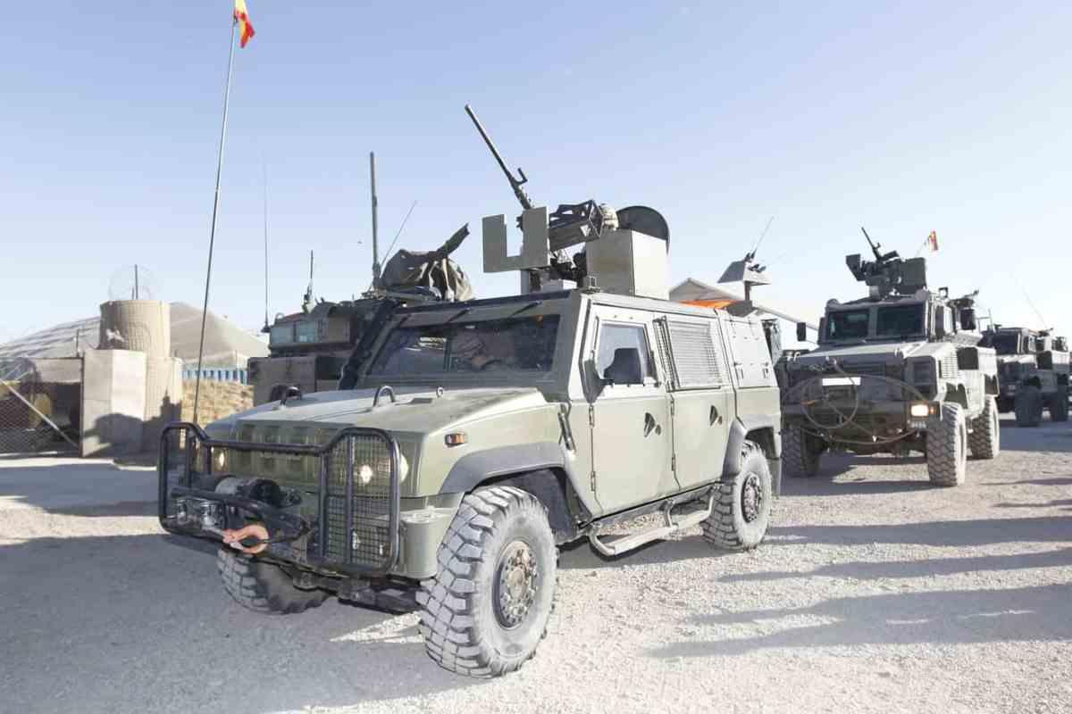 Vehículos militares del ejército español en Afganistan / M. Defensa