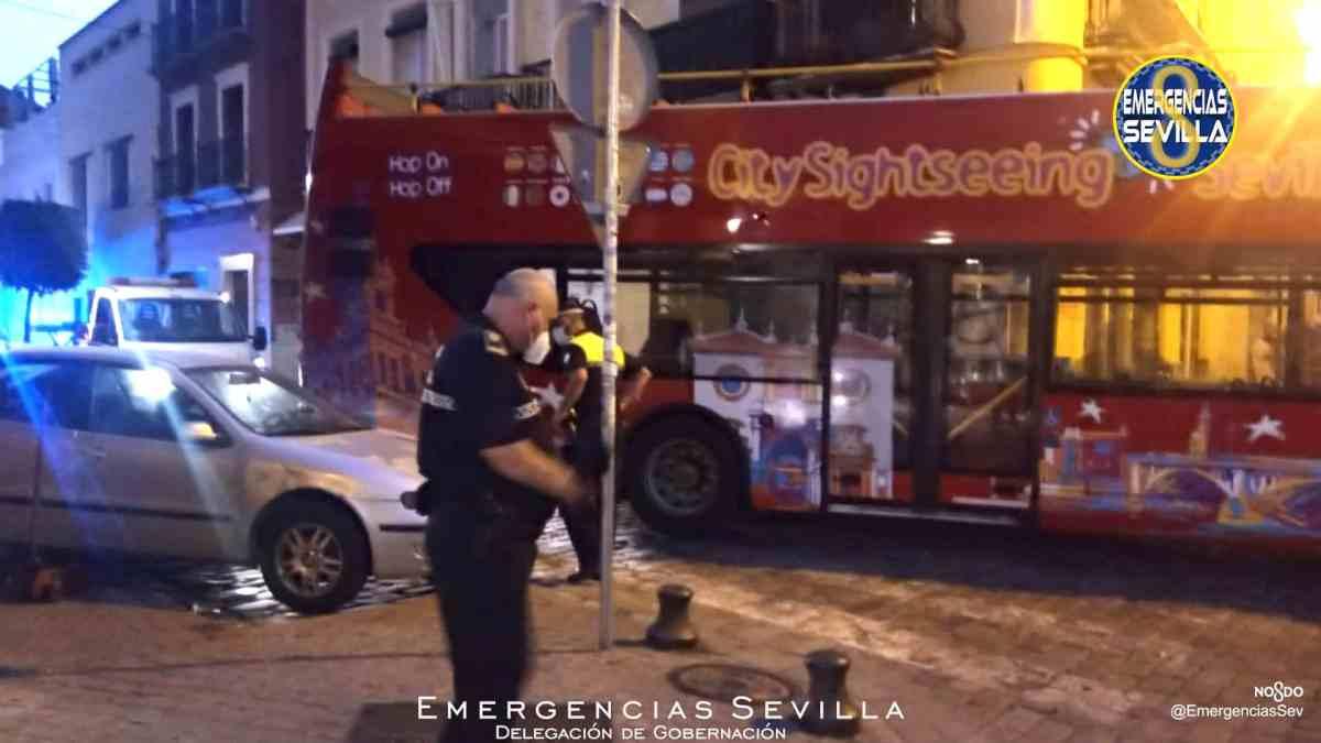 Autobús atrapado en la calle Feria / ES