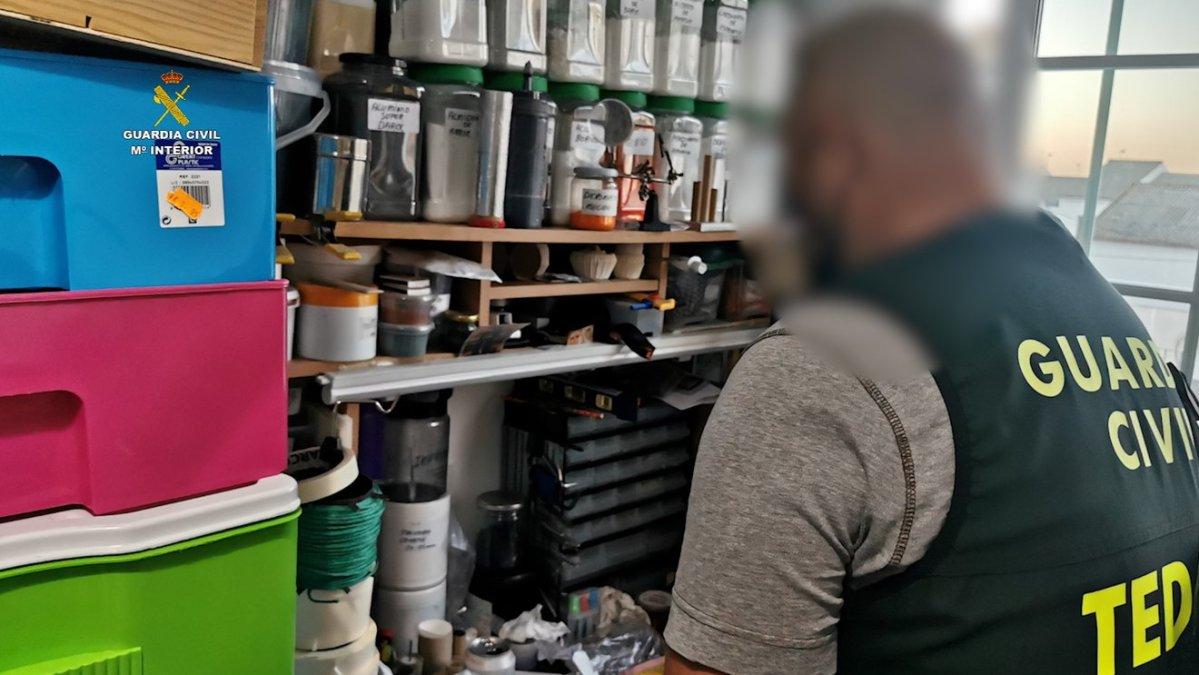 Desarticulación de un taller clandestino de explosivos en Castilleja de la Cuesta / GC