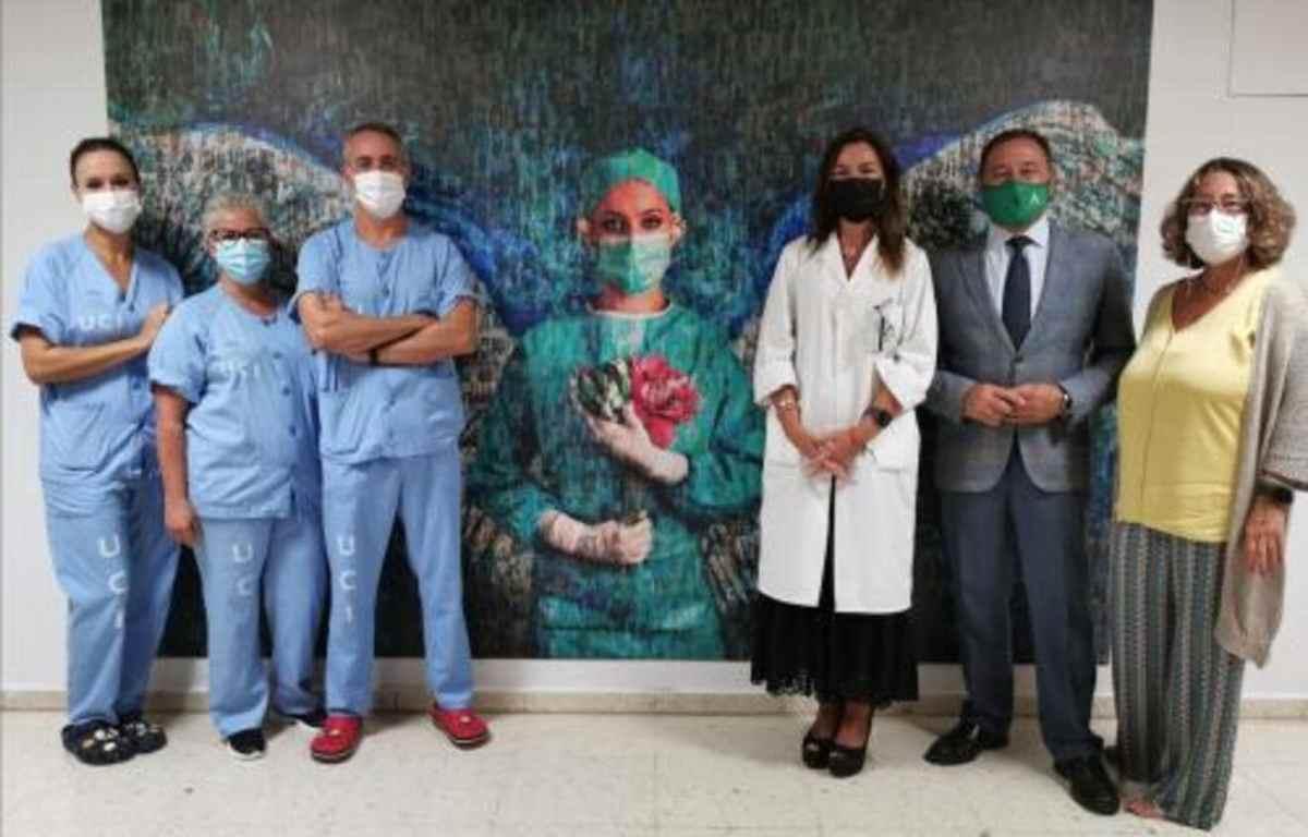 Fotomosaico homenaje a los sanitarios del Área de Gestión Sanitaria Sur de Sevilla en el Hospital de Valme / HsV