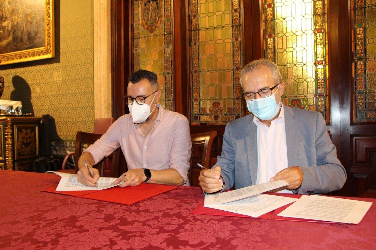 Firma del convenio con Adhara / Ayto.