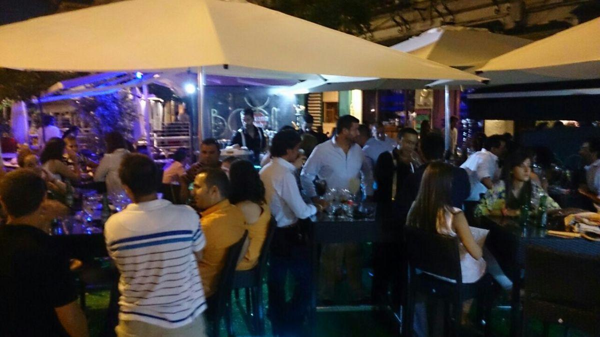 Bares de copas en el Paseo Colón de Sevilla.