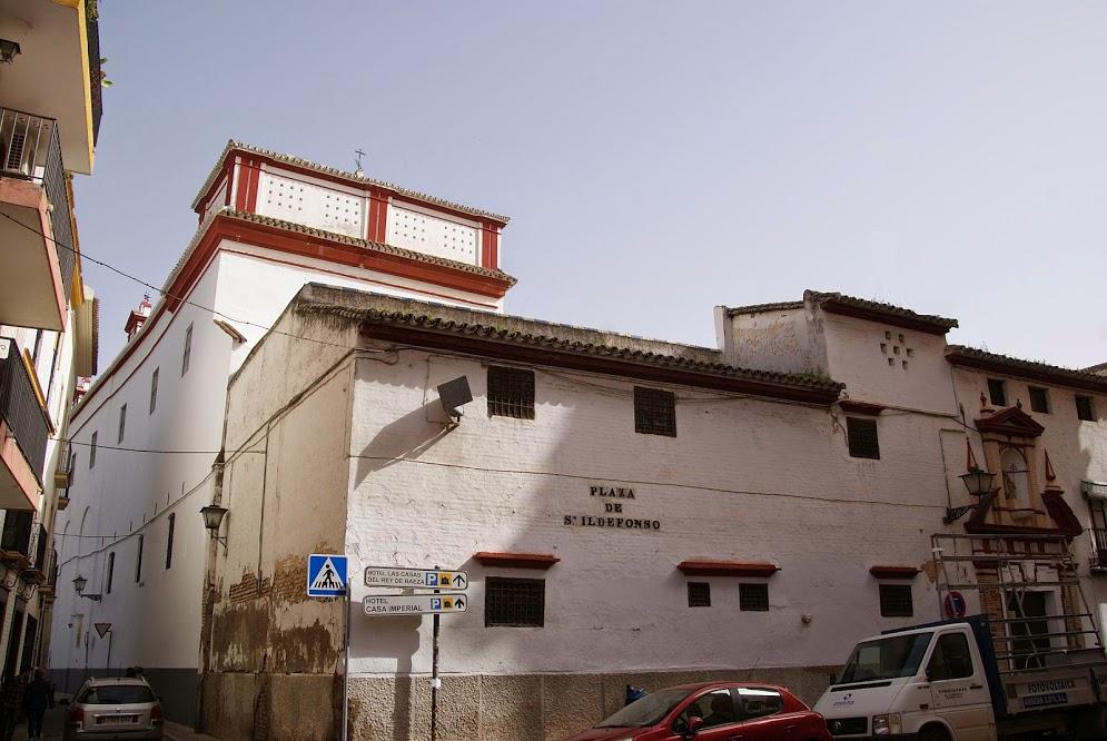 Fachada del convento de San Leandro.