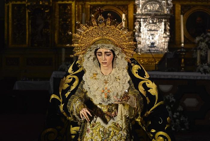 Virgen Salud antes de ser coronada / Lince
