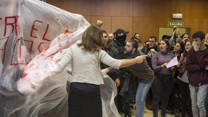 Los manifestantes impidieron la celebración del debate.