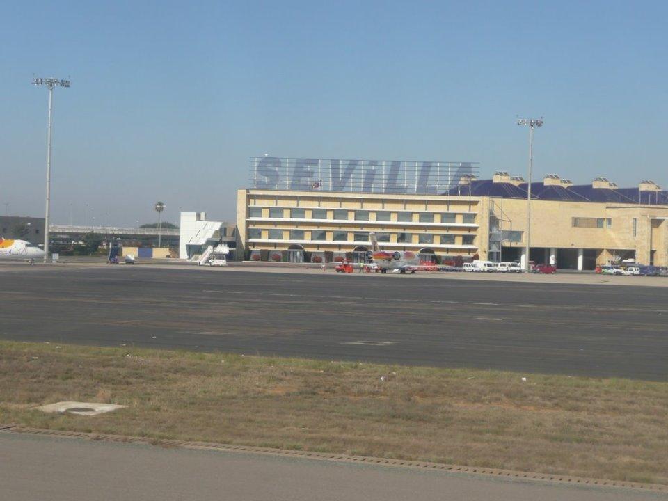 El aeropuerto ha estado cerrado por espacio de dos horas