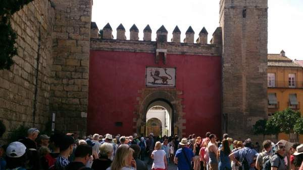 Colas para acceder al Real Alcázar