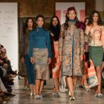 Daniel Carrasco desfila tapices de Los Alcázares en SIQ