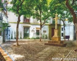 Correos lanza una postal de la Plaza de Santa Marta con olor a azahar