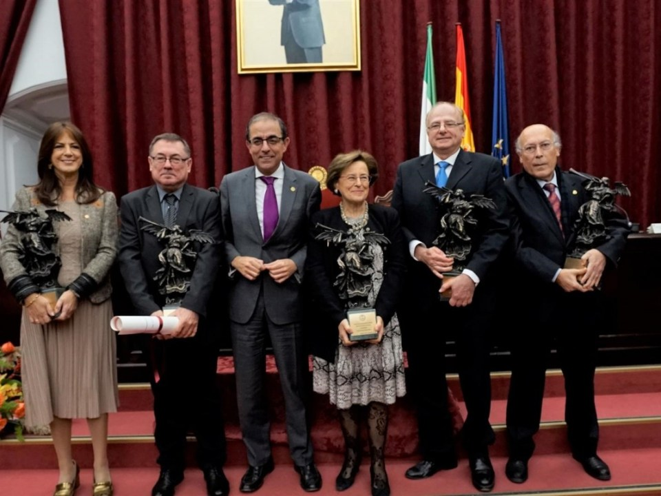 Imagen de familia de los premiados