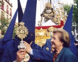 Adiós agosteño de Sevilla a Carmen Gil, la gran mujer de los Moeckel